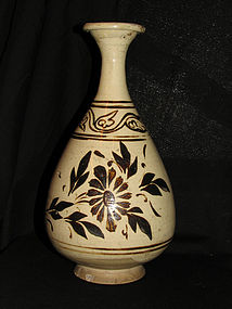 A Cizhou yuhuchun vase. Jin dynasty, 12-13th century.