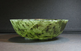 A spinach green jade bowl. 18th century.