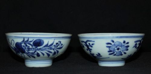 A pair of Chinese blue and white tea bowls.