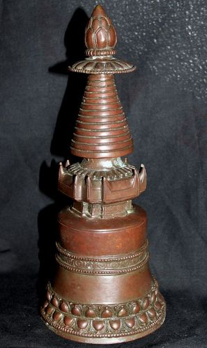 A Tibetan bronze stupa (sealed).