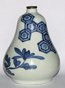 A Japanese Arita double gourd vase.