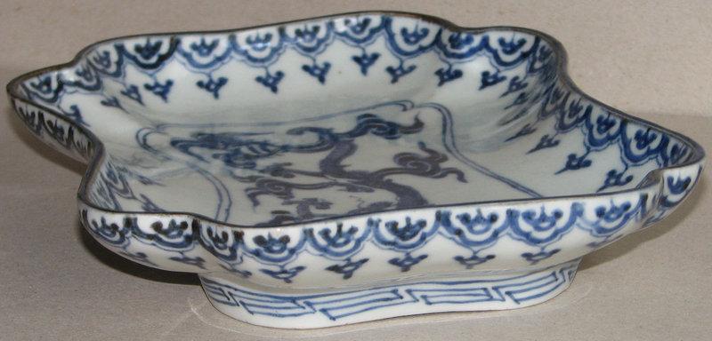 A fine Japanese Arita blue and white dish. c. 1720.