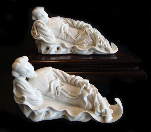 Blanc de Chine Recumbent Females (Pair)