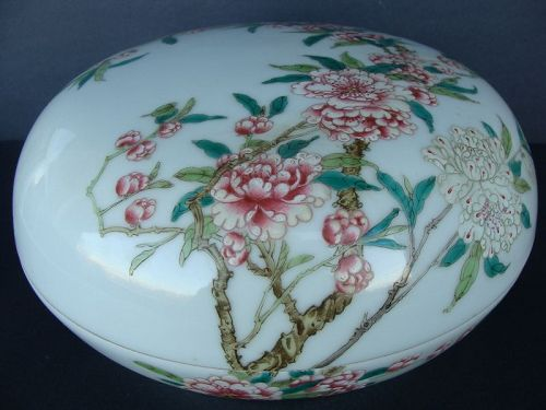 Chinese Porcelain Circular Box