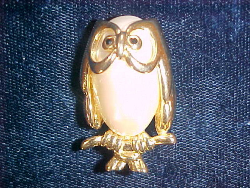 WISE OWL FAUX MOBE PEARL GOLD TONE PIN 1970's