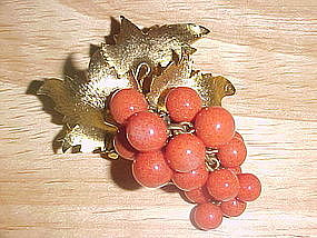 VINTAGE FAUX CORAL GRAPE BUNCH PIN GOLD TONED