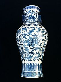 Qing blue and white porcelain lobed 'lotus' baluster va