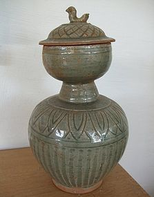 Chinese Green Glaze Garlic Head shaped vase with cover