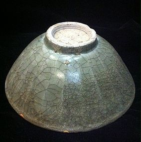 Chinese Yuan Dynasty crackle glaze celadon lotus bowl