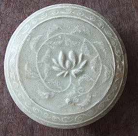 Chinese Yue Stoneware Celadon Covered Box with Lotus
