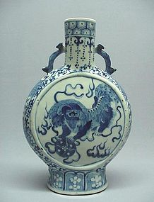 19TH CENTURY CHINESE BLUE AND WHITE CERAMIC MOON FLASK