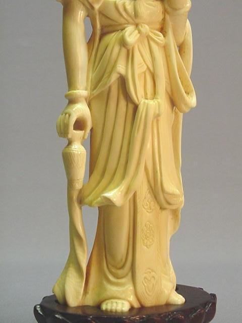 EARLY 20TH CENTURY CHINESE IVORY CARVING OF GUAN-YIN