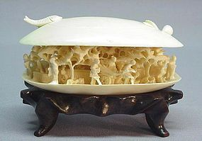 MID 20TH C. CHINESE IVORY CARVING OF A CLAM