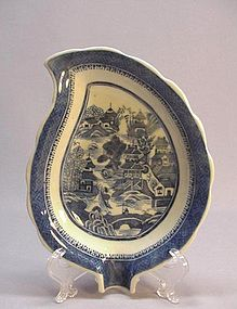 19th C. CHINESE EXPORT CANTON BLUE & WHITE DISH: