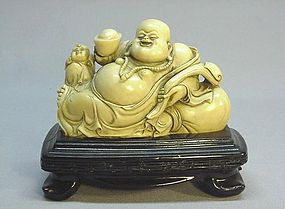 CHINESE MID 20TH C. STONE CARVING OF A LAUGHING BUDDHA