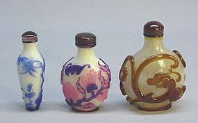 CHINESE OVERLAY GLASS SNUFF BOTTLES
