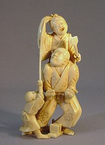 19TH C. JAPANESE IVORY OKIMONO OF THREE FIGURES