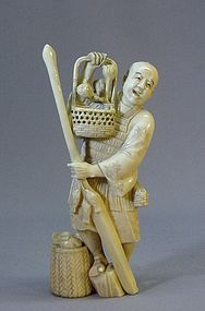 19TH C. JAPANESE IVORY OKIMONO OF A FISHERMAN