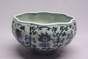 CHINESE 20TH CENTURY BLUE AND WHITE CERAMIC BOWL