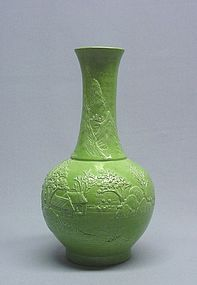 CHINESE 19TH C. GREEN PORCELAIN VASE