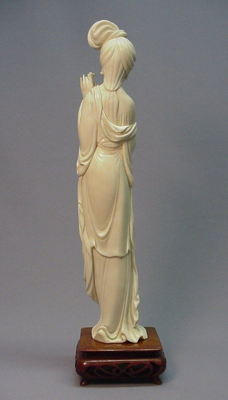 CHINESE CARVED IVORY STATUE OF A BEAUTY