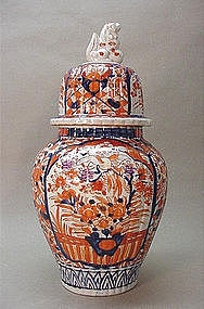 OLD JAPANESE IMARI VASE WITH LID