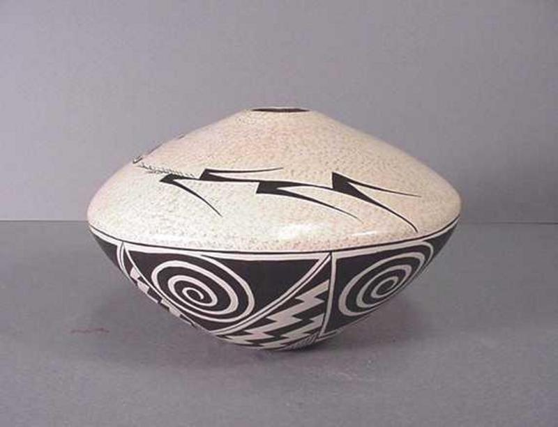 Hopi pot by Sylvia Naha