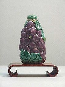 Chinese Porcelain Grape Shape Snuff Bottle