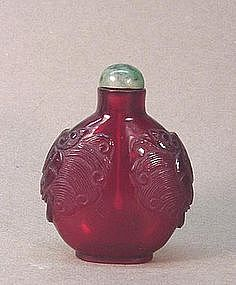 OLD CHINESE CARVED GLASS SNUFF BOTTLE