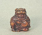 JAPANESE CARVED WOOD NETSUKE OF A DRUMMER