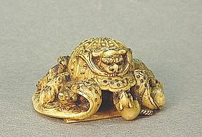 JAPANESE CARVED IVORY NETSUKE OF A WAR HELMET