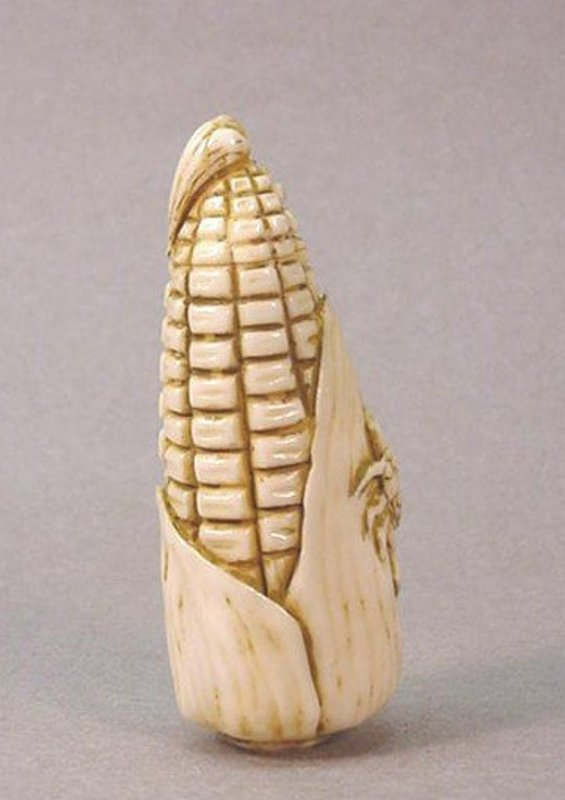 CHINESE CARVED IVORY SNUFF BOTTLE OF AN EAR OF CORN