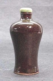 CHINESE TEA DUST PORCELAIN SNUFF BOTTLE
