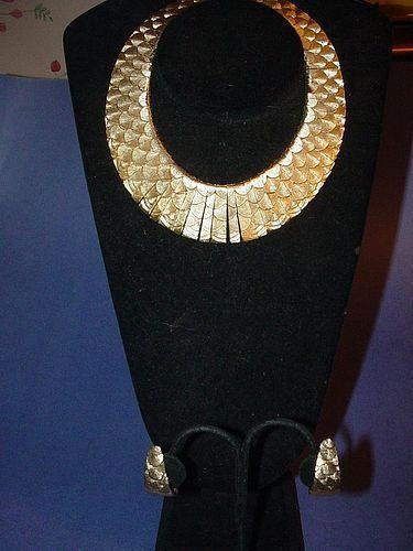 Heavy Textured  Snakeskin Collar w/Earrings