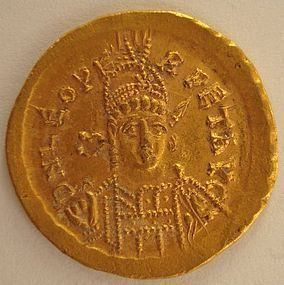 A LATE ROMAN/ EARLY BYZANTINE GOLD SOLIDUS OF LEO I
