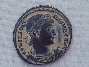 A ROMAN BRONZE FOLLIS OF EMPEROR CONSTANTINE I