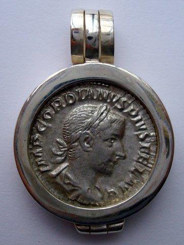 A ROMAN DENARIUS OF GORDIAN III IN A SILVER PENDANT
