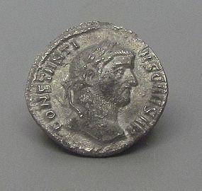 A ROMAN SILVER ARGENTEUS OF CONSTANTIUS I �CHLORUS�