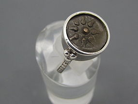 A WIDOWS MITE OF ALEXANDER JANNAEUS SET IN SILVER RING