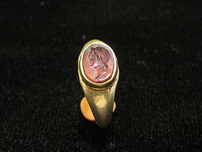A ROMAN GOLD AND CARNELIAN FINGER RING