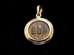 A BRONZE PRUTAH OF HEROD AGRIPPA SET IN A 14K GOLD PENDANT
