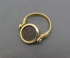 A WIDOWS MITE OF ALEXANDER JANNAEUS SET IN 14K GOLD SWIVEL RING