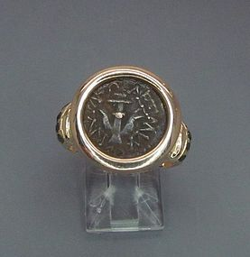 A WIDOWS MITE SET IN 18K GOLD RING WITH BLACK DIAMONDS