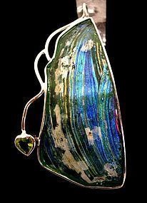 A ROMAN GLASS FRAGMENT IN SILVER PENDANT WITH HEART
