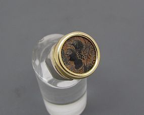 A COMMEMORATIVE BRONZE FOLLIS OF CONSTANTINE I SET IN 14K GOLD RING