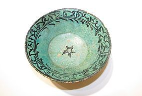 AN ISLAMIC GLAZED FRITWARE BOWL