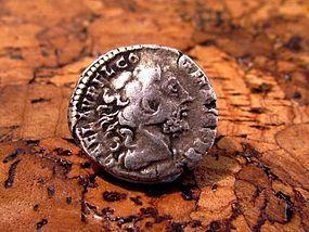 A ROMAN DENARIUS OF COMMODUS