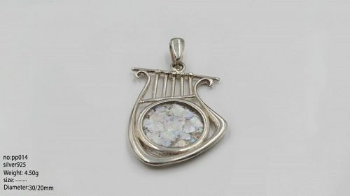 A ROMAN GLASS FRAGMENT IN SILVER LYRE PENDANT