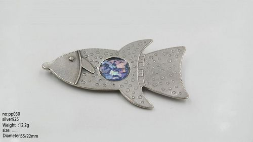 A ROMAN GLASS FRAGMENT IN SILVER BROOCH IN THE SHAPE OF A FISH