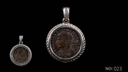 A ROMAN BRONZE COIN OF CONSTANTIUS II IN SILVER PENDANT